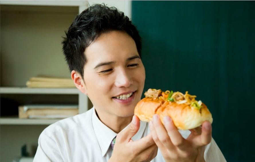 酷愛營養午餐的老師回來了!《美味午餐大作戰》第二季將在 10 月開播